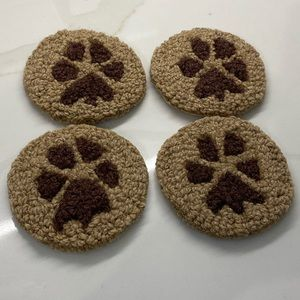 CHANDLER CORNERS PAW PRINT (4) WOOL COASTERS NEW